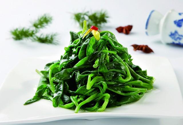 五指山野菜原名鹿舌菜,又名马兰菜,革命菜,生长在海南省中部五指山区.